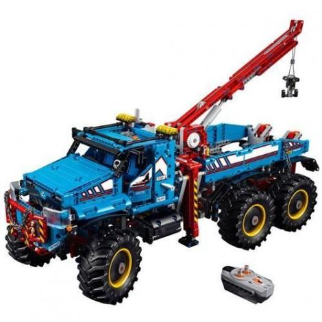Imagine 2LEGO Technic Camion de Remorcare 6x6